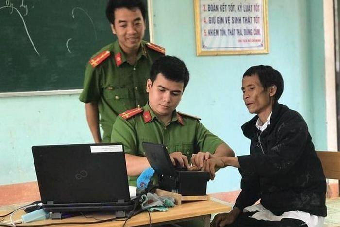 """""""Người rừng"""" Hồ Văn Lang được làm căn cước công dân gắn chip"""