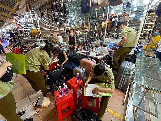 Tổng cục Quản lý thị trường lên tiếng về hàng giả, hàng nhái tại 3 chợ của Việt Nam