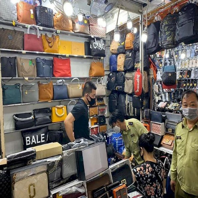 Tổng cục Quản lý thị trường lên tiếng về thông tin hàng giả, hàng nhái tại chợ Đồng Xuân, chợ Bến Thành