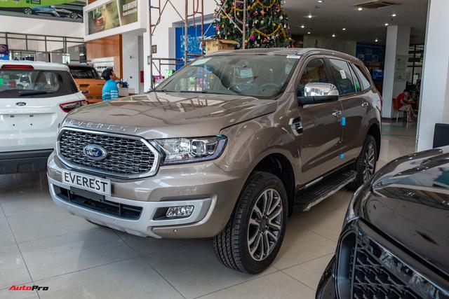 Đại lý xả kho Ford Everest phiên bản mới: Giảm kỷ lục 100 triệu đồng dù mới bán vài tháng tại Việt Nam