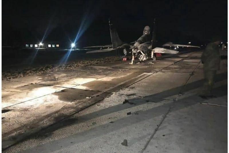 Chiến đấu cơ MiG-29 của Ukraine bị xe hơi tông, bốc cháy