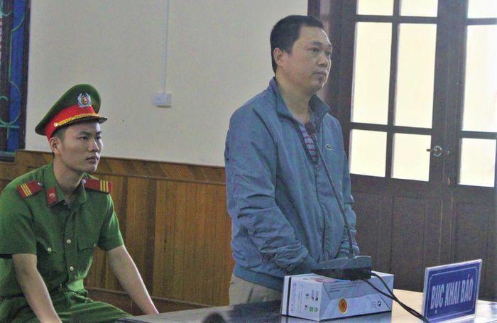14 năm tù cho cựu đại úy lừa chạy việc