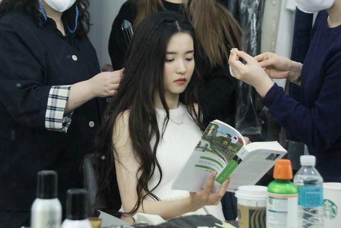 """Nhan sắc tuổi 31 của """"cô hầu gái"""" Kim Tae Ri"""