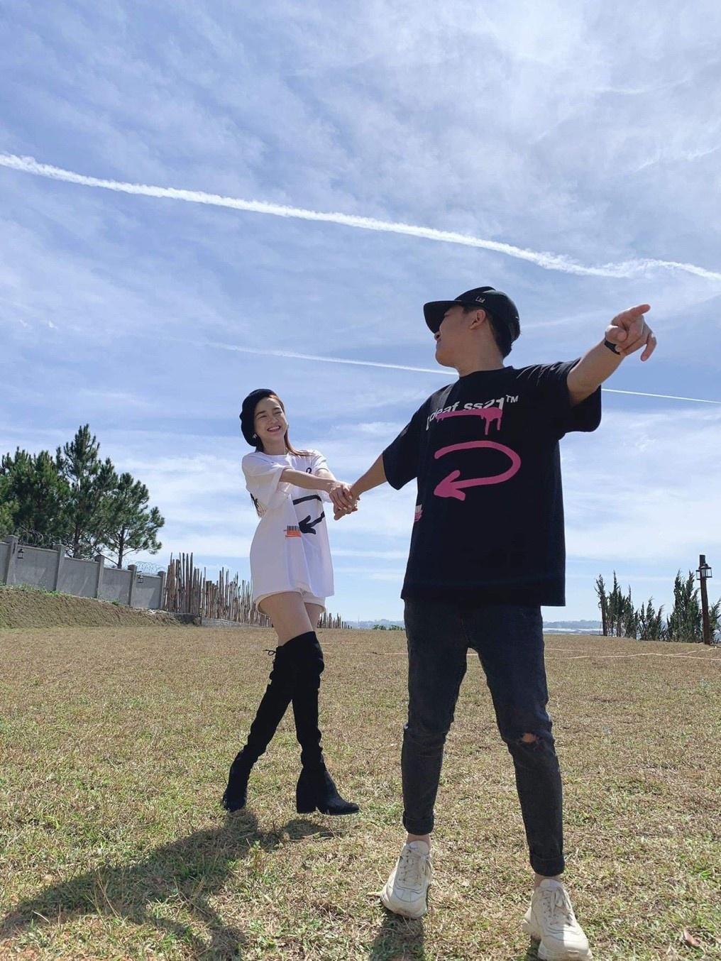 Sao Việt lăng xê mẫu áo thun cá tính