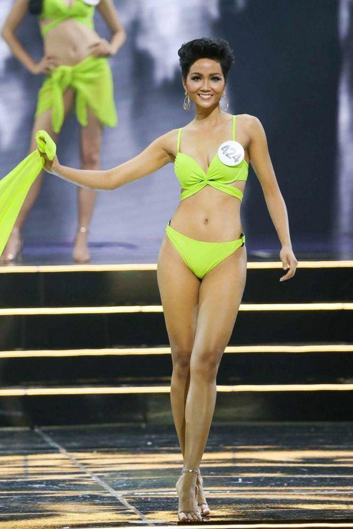 """H""""Hen Niê mặc lại bikini giật vương miện 4 năm trước: Tiết lộ tăng cân nhưng body chuẩn tỷ lệ vàng"""
