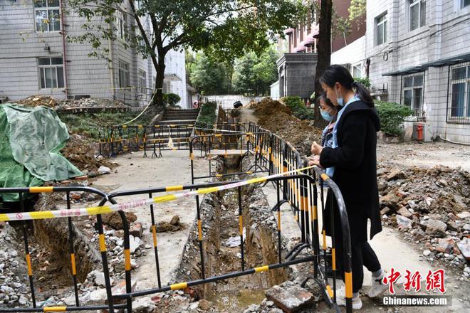"""Sau phát hiện có thể """"viết lại lịch sử"""" TQ, Tứ Xuyên tiếp tục tìm thấy mộ cổ khổng lồ giữa trường đại học: Quá nhiều kho báu ở đây!"""