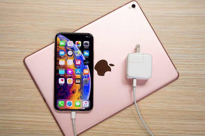 Nếu bạn đang sạc iPhone theo cách này, Apple khuyến cáo bạn nên dừng ngay lập tức