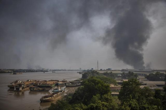 """Trung Quốc lệnh doanh nghiệp sơ tán nhân viên khỏi """"chảo lửa"""" Myanmar"""
