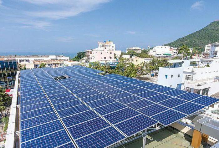 Yêu cầu khẩn trương rà soát phát triển điện mặt trời tại EVN