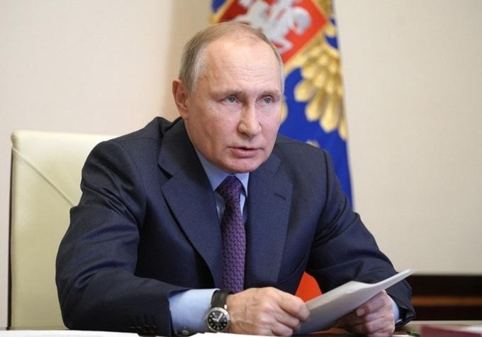 Putin 'phản ứng nhẹ' sau tiêm vaccine Covid-19