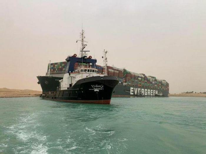 Kênh đào Suez tắc nghẽn có thể gây thiệt hại từ 6 – 10 tỷ USD một tuần