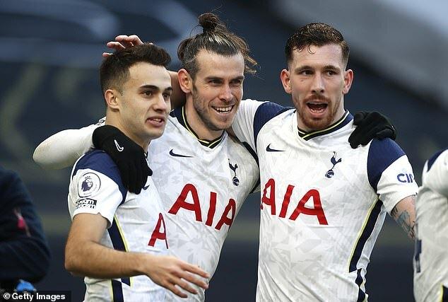 Bale vừa tỏa sáng, Mourinho đã 'đá đểu' Real