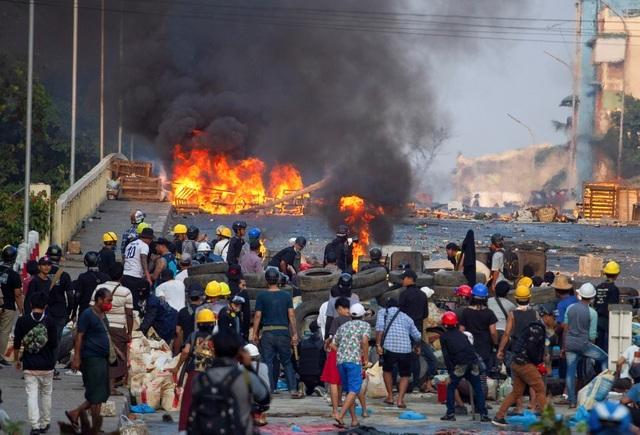 234 người chết, hơn 1.000 người Myanmar tháo chạy khỏi đất nước