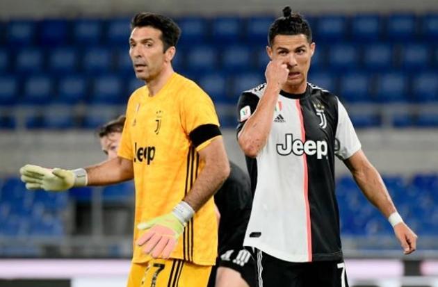 """Tuyệt vọng, """"lão đại"""" lên kế hoạch đào tẩu khỏi Juventus"""