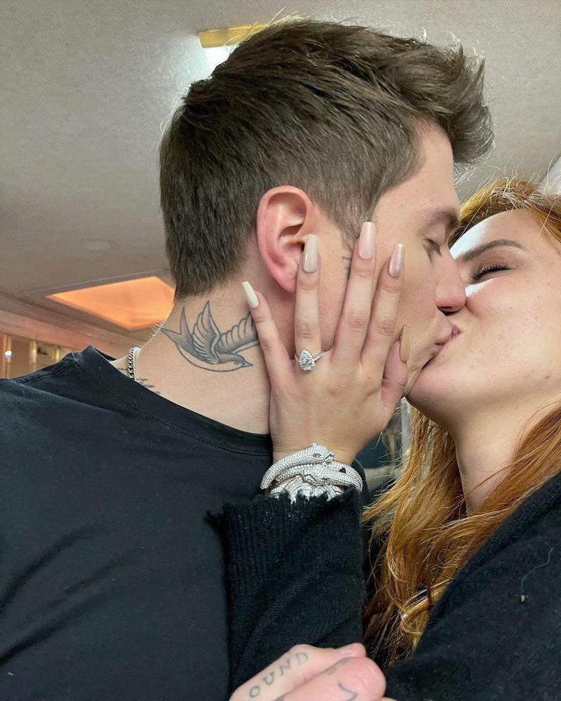 'Công chúa Disney' Bella Thorne đính hôn với bạn trai sau 2 năm hẹn hò