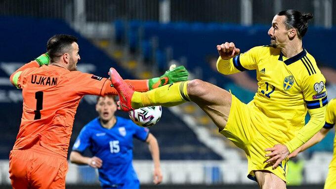 Ibrahimovic yêu cầu huyền thoại Thụy Điển 'im miệng'