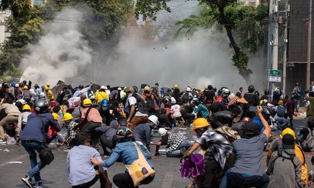 Liên Hợp Quốc lên án bạo lực ở Myanmar, Mỹ trừng phạt con thống tướng