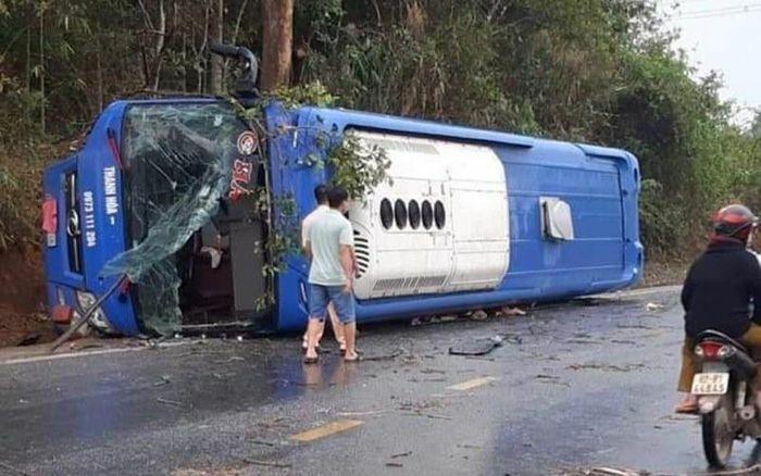 Lật xe khách trên Quốc lộ 14, 19 người bị thương