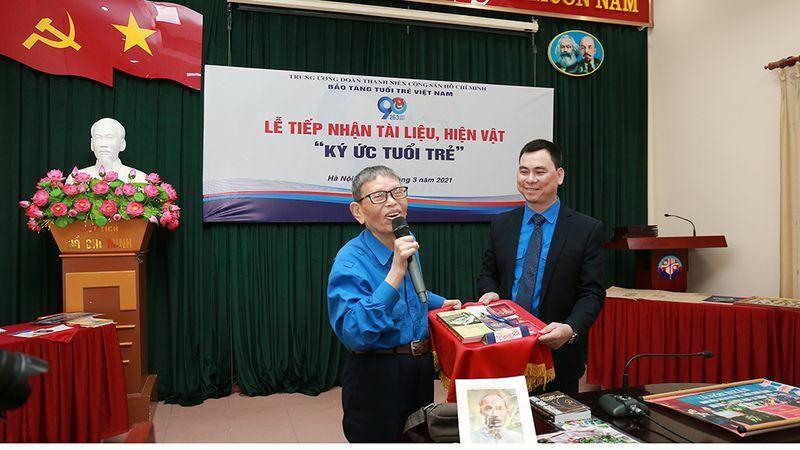 Một nhà sưu tập tặng 10 ấn phẩm đầu tiên của Thanh Niên cho Bảo tàng Tuổi trẻ