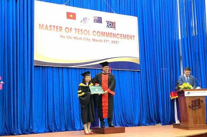 ĐH Mở TPHCM trao bằng tốt nghiệp cho 106 thạc sĩ chương trình liên kết quốc tế