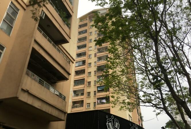 Rơi từ tầng 9 chung cư ở Hà Nội, nữ sinh 16 tuổi tử vong trên mái tầng 1