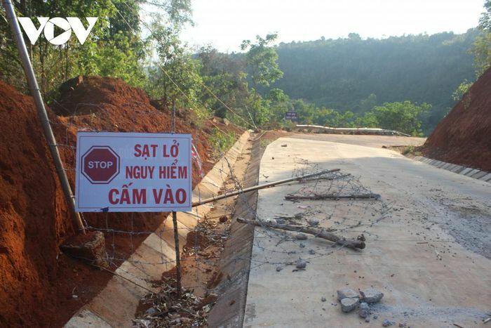 Đường giao thông gần 27 tỷ đồng ở Đắk Nông cứ sửa lại sụt lún