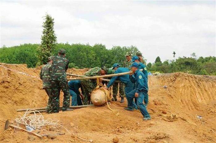 Đắk Nông: Di dời an toàn quả bom gần 500kg sót lại từ chiến tranh