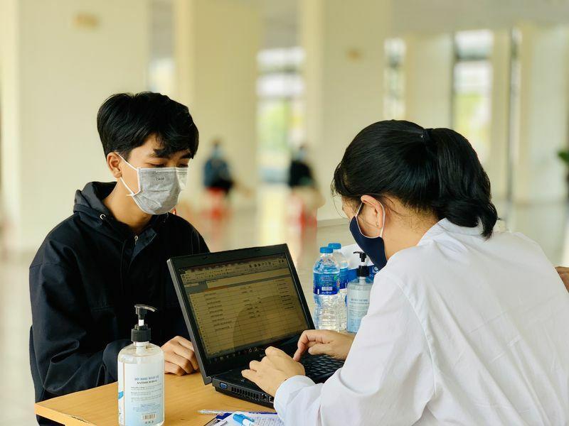 Lấy mẫu xét nghiệm Covid-19 ngẫu nhiên khi sinh viên trở lại ký túc xá ĐHQG TP.HCM