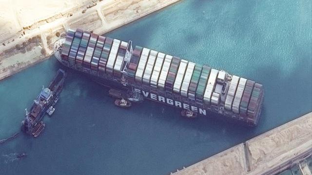 """Mỹ sẽ điều chuyên gia quân đội giải cứu siêu tàu hàng """"bít"""" kênh đào Suez"""