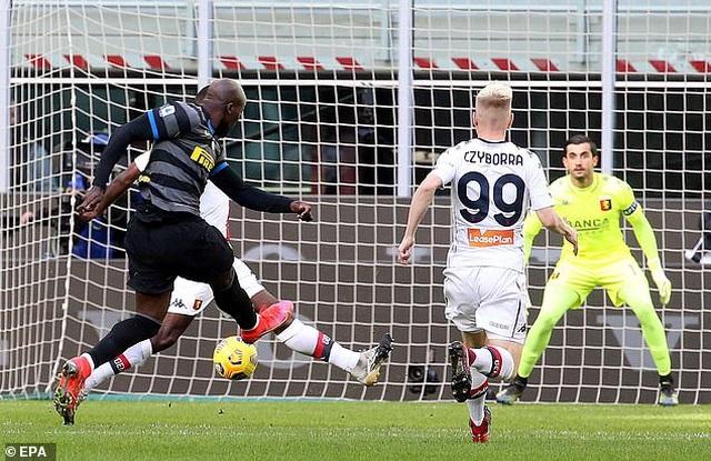 Inter Milan vững ngôi đầu, AC Milan đánh bại AS Roma