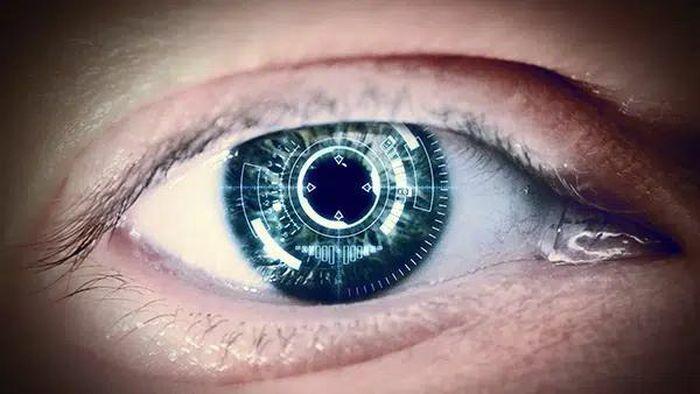 Hé lộ sốc kính áp tròng thông minh kết nối internet như phim viễn tưởng