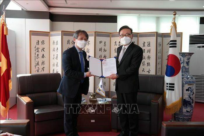 Trao quyết định bổ nhiệm Tổng lãnh sự danh dự cho ông Park Soo Kwan