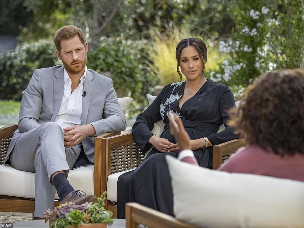 """Cuộc phỏng vấn khiến dân tình """"dậy sóng"""" của nhà Harry: Meghan tiết lộ từng muốn tự tử, khóc vì chị dâu"""