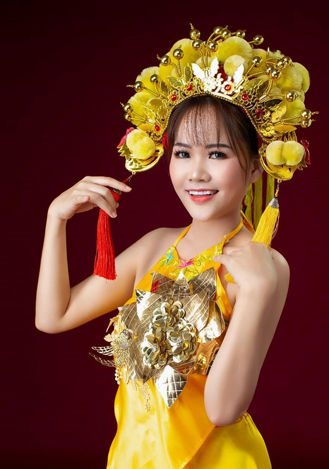 """Nhà thiết kế Xuân Nguyễn: """"Hơi thiếu chiều cao nhưng không hụt chiều sâu!"""""""