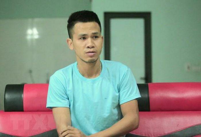 Bộ trưởng Đào Ngọc Dung tặng Bằng khen cho anh Nguyễn Ngọc Mạnh