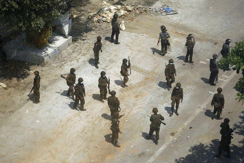 Myanmar yêu cầu Ấn Độ trao trả 8 cảnh sát kháng lệnh