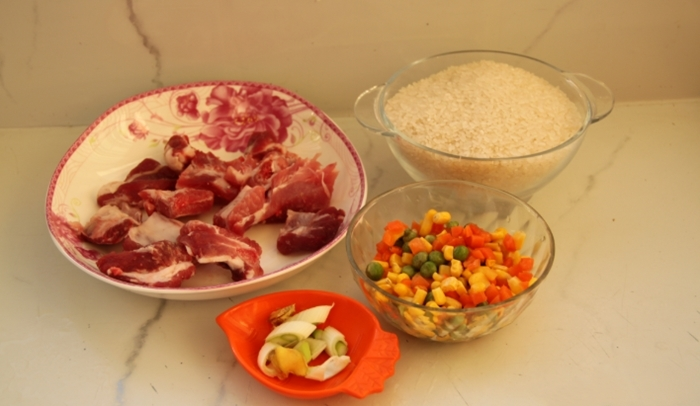 """Dùng nồi cơm điện tôi nấu được món cơm sườn """"đỉnh của chóp"""" cho bữa tối cả nhà khen ngon!"""