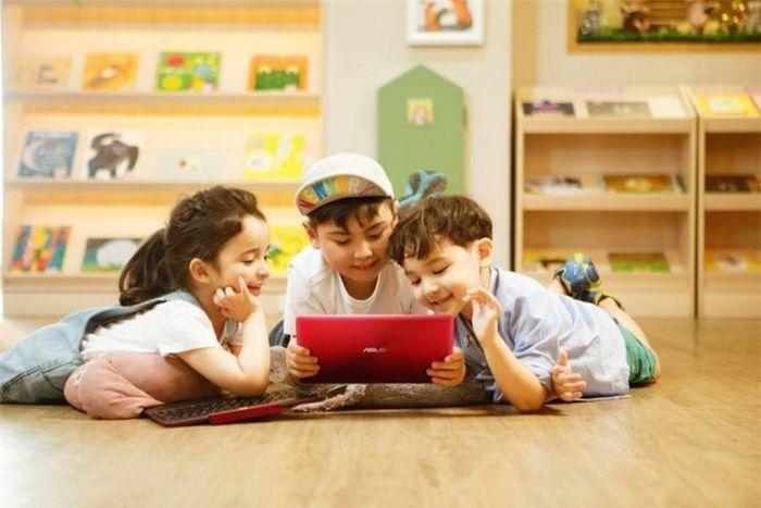 6 cách giúp bố mẹ giữ an toàn cho trẻ khi Online