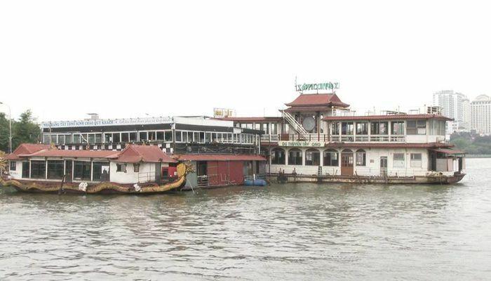 """Hồ Tây (Hà Nội): Sau lệnh cưỡng chế, di tản, hàng loạt bến du thuyền hàng tỷ đồng hóa thành """"đống sắt vụn"""""""
