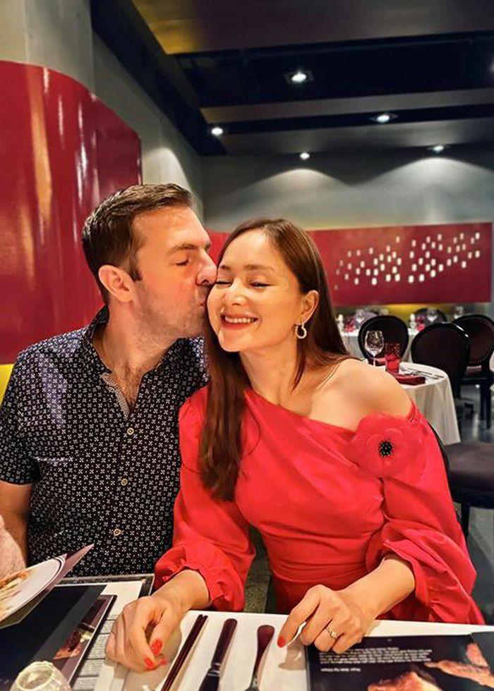 Hôn nhân của sao nữ phim ''Bố già'' lấy chồng Tây cao 2m