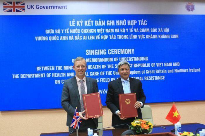 Việt Nam – Anh ký biên bản giải quyết vấn đề kháng kháng sinh