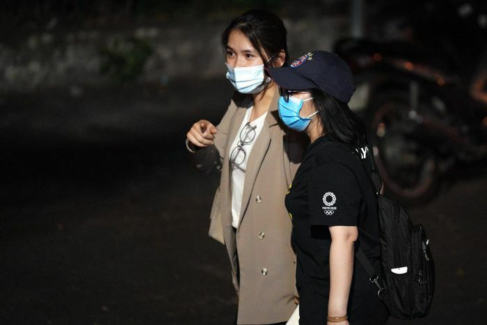 Vợ Hùng Dũng sốt sắng vào bệnh viện lúc nửa đêm