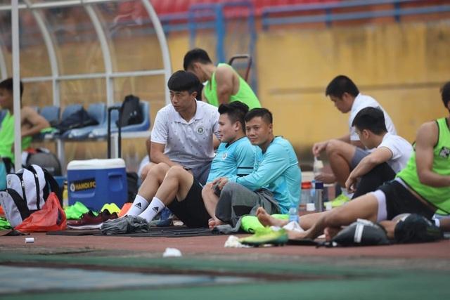 Quang Hải chưa hẹn ngày trở lại, thầy Park càng thêm lo