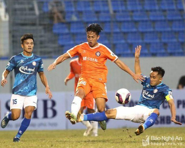 """""""Bão"""" chấn thương càn quét V.League 2021, Sông Lam Nghệ An """"dính"""" 3 ca"""