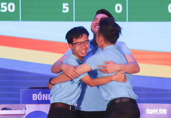 3 chàng trai trẻ đoạt quán quân cuộc thi tìm hiểu 90 năm của Đoàn