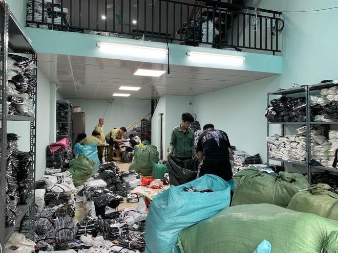Hà Nội: Bắt quả tang kho hàng giả nhãn hiệu LV, Gucci, Nike