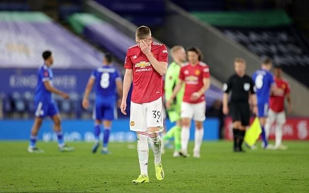 Cẩu thả, Fred khiến Man United nhận bàn thua đau đớn