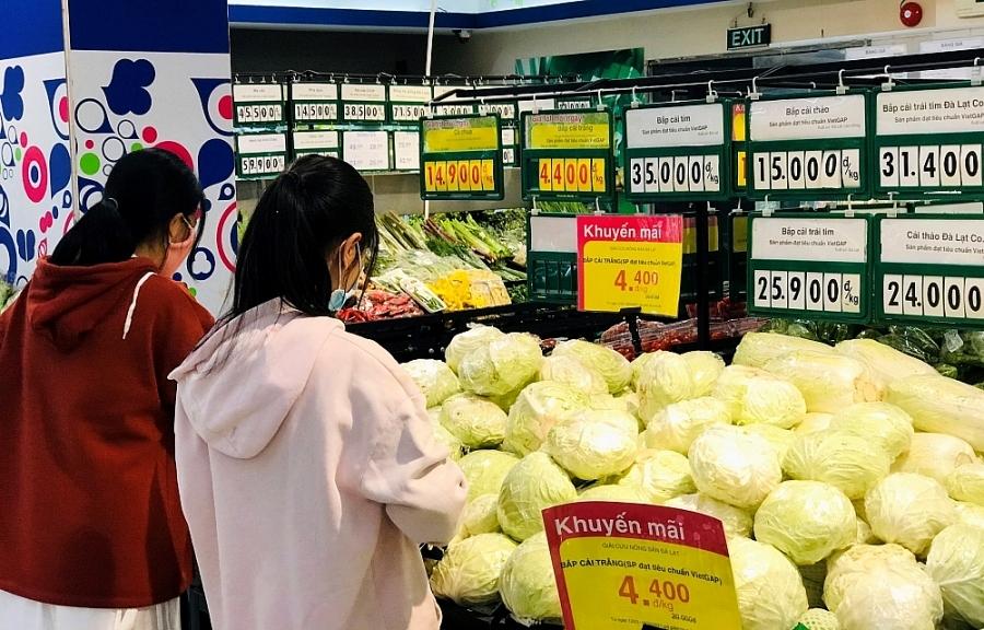 """Siêu thị Co.opmart, Co.op Food """"đại hạ giá"""" bắp cải Đà Lạt"""