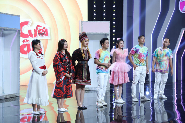 Như chưa hề có drama: Thuỷ Tiên vô tư chạm mặt Lan Ngọc tại gameshow sau scandal liếc xéo hất tóc
