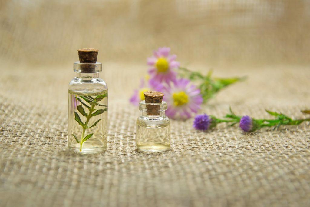Những loại tinh dầu giúp chữa lành làn da tổn thương của bạn